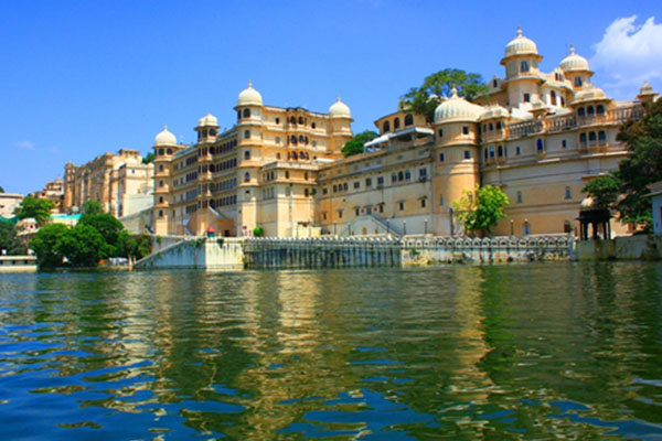 city-Palace-Tourist-Places-to-visit-in-Udaipur-best-tour-company-in-udaipur-rajasthan