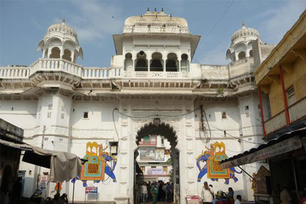 nathdwara-temple-tourist-places-in-near-Udaipur-best-hotel-in-udaipur-rajasthan